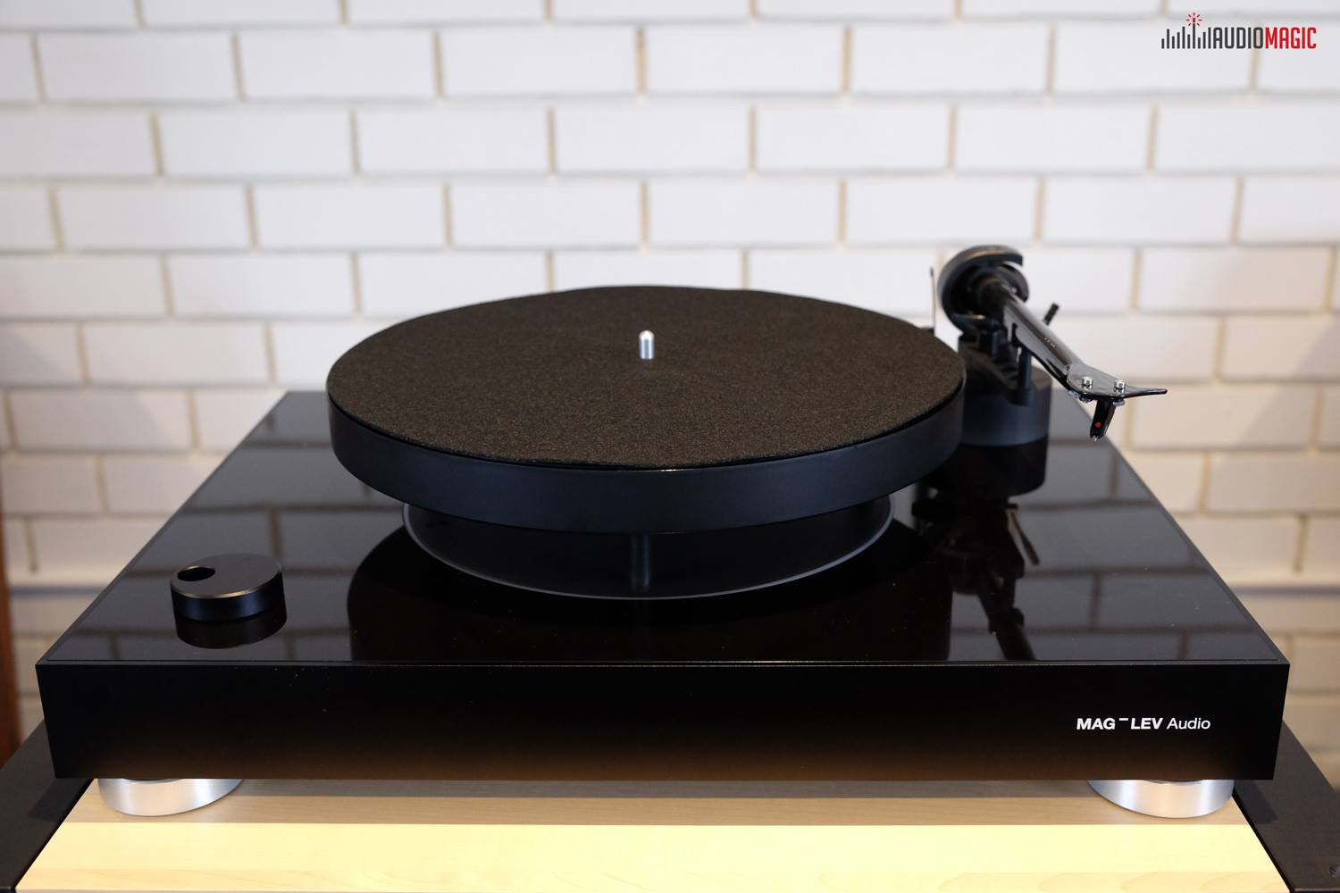 Mag-Lev Turntable finally in Australia!